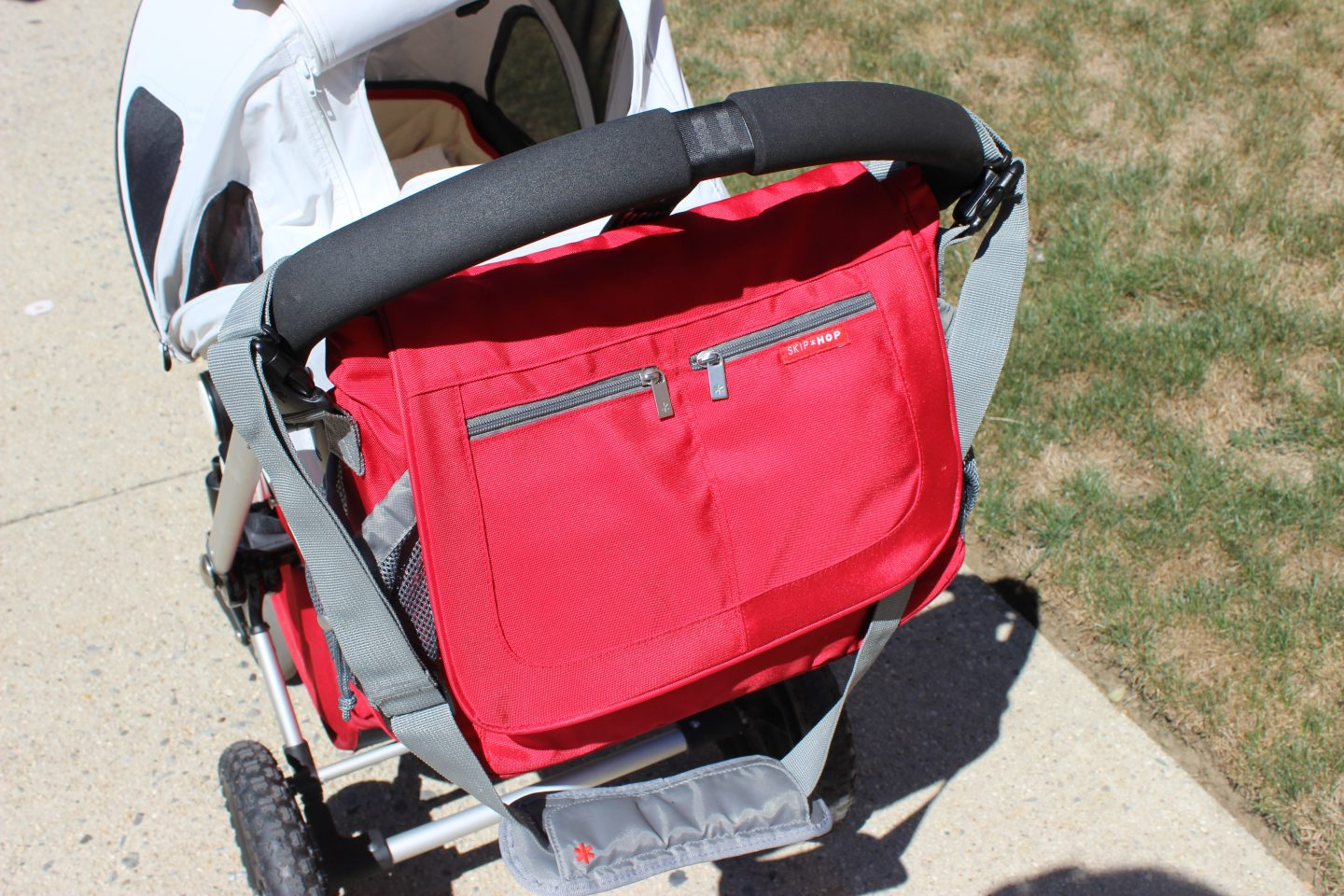 What's in my Skip+Hop Via Messenger diaper bag?