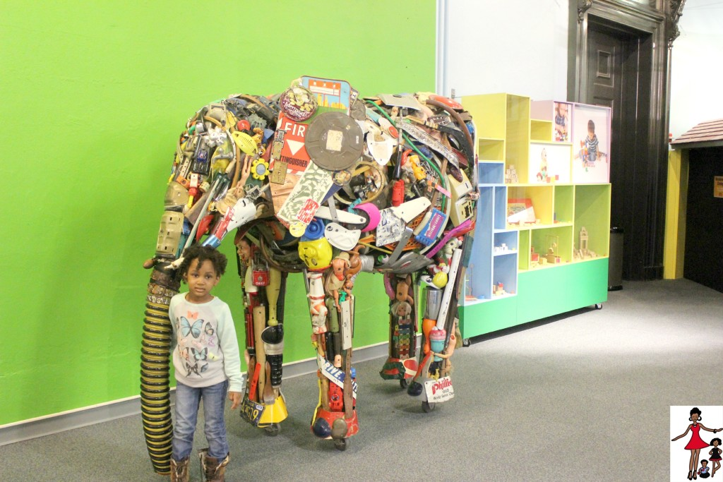 recycled-materials-elephant