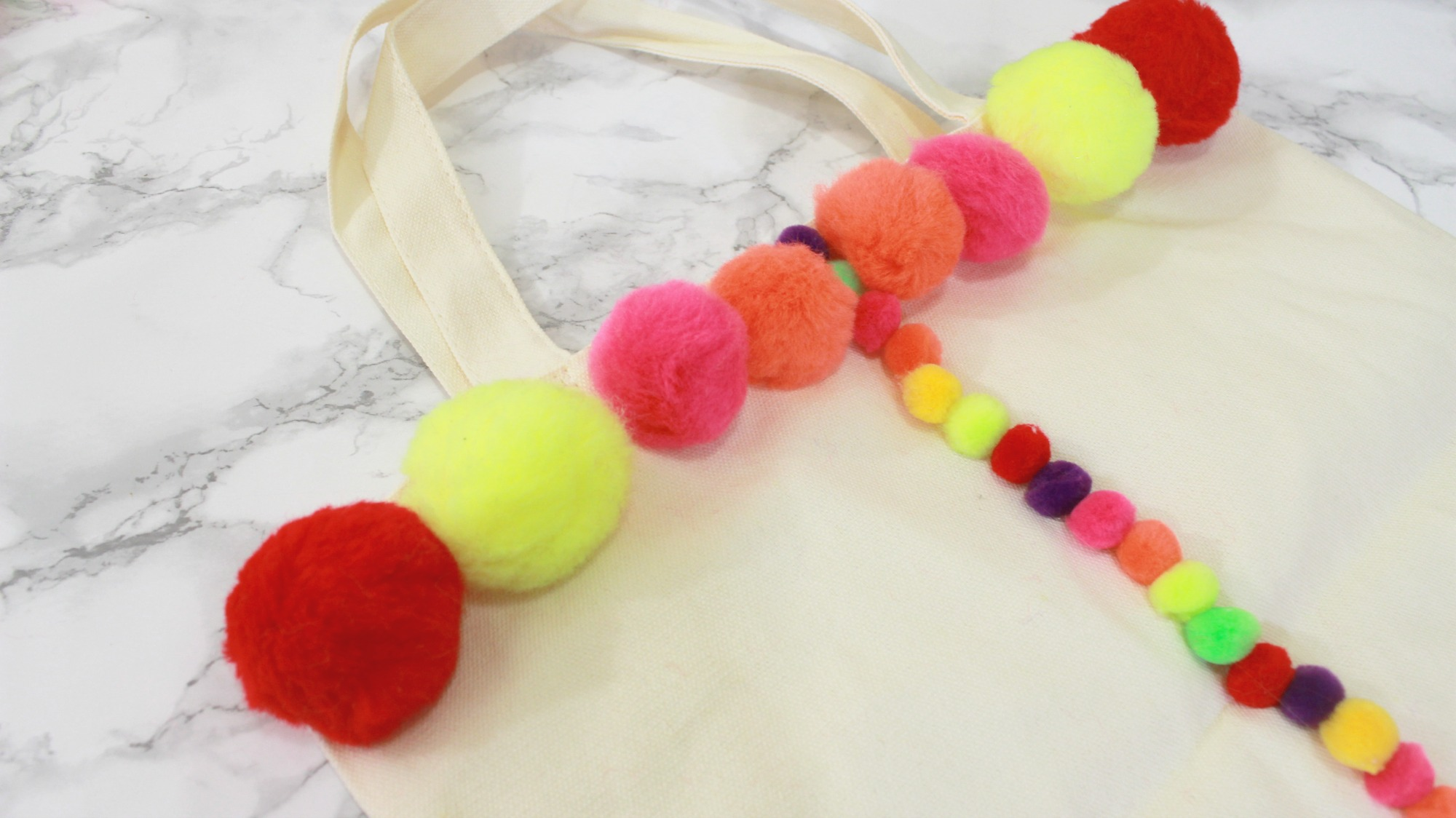 how-to-make-diy-pom-pom-bags