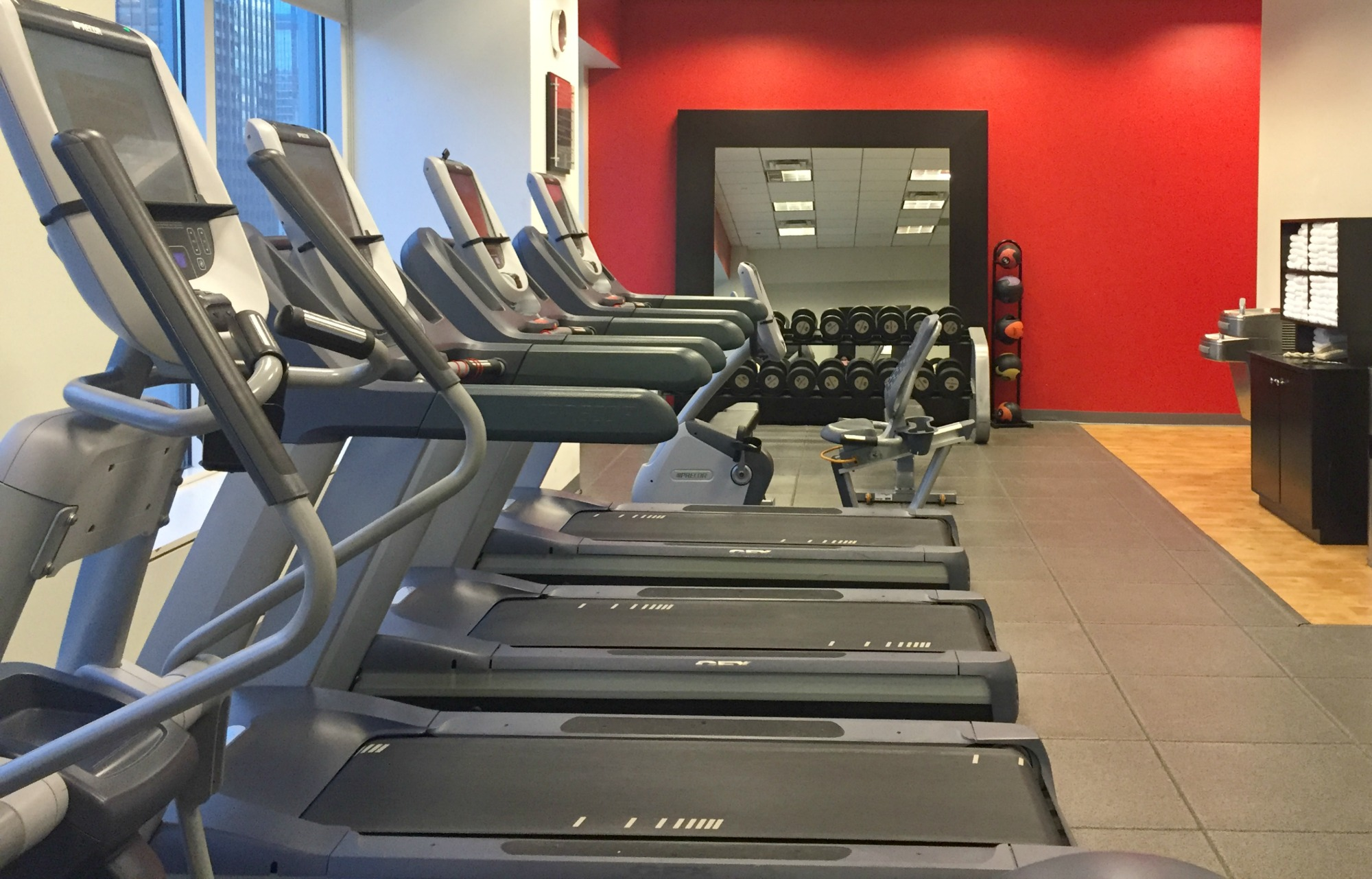 gym-embassy-suites-by-hilton-chicago