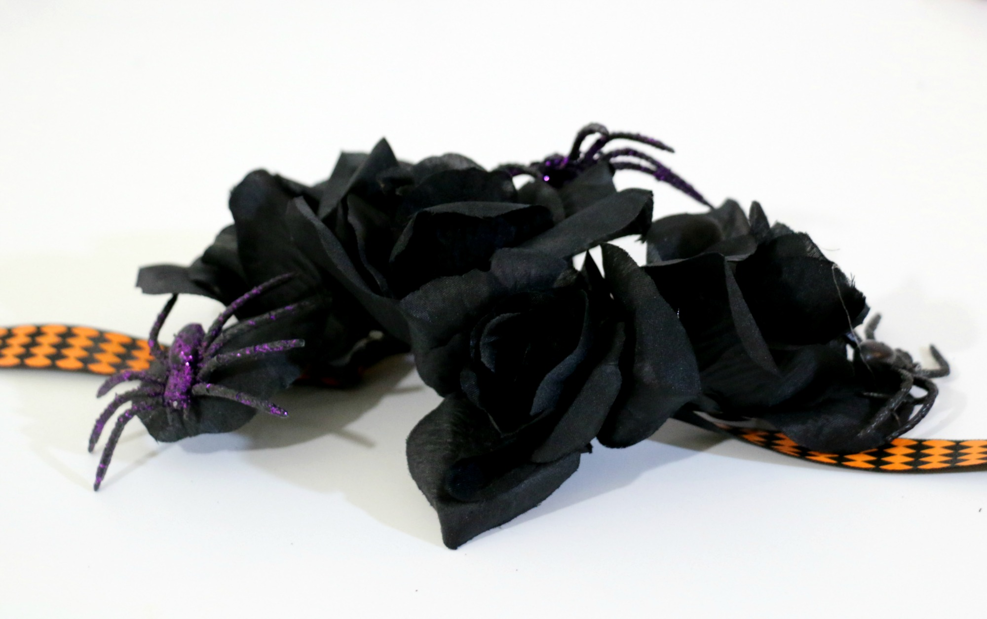 easy-halloween-diy-idea-spider-black-rose-crown