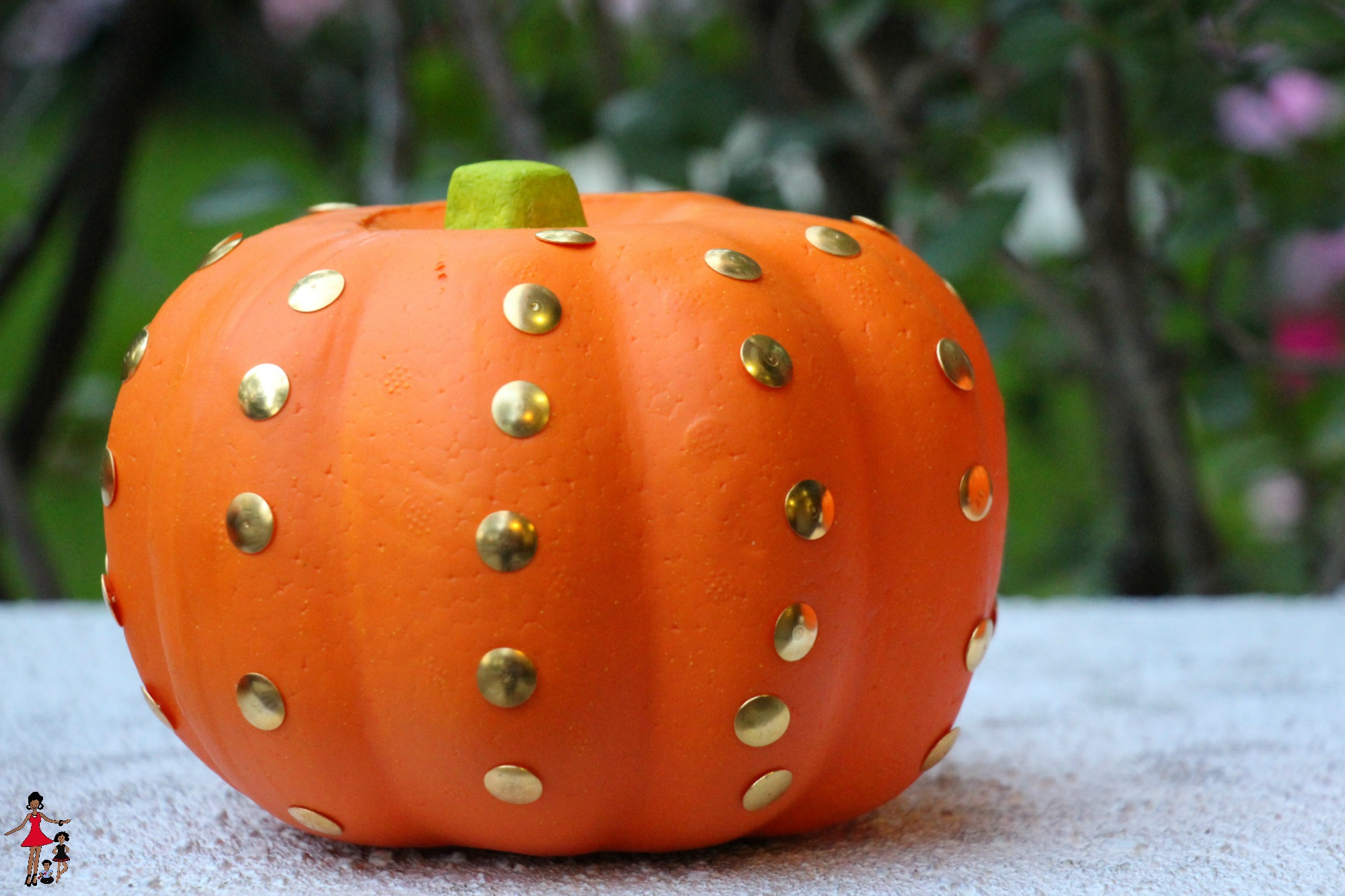 halloween-diy-ideas-studded-pumpkin