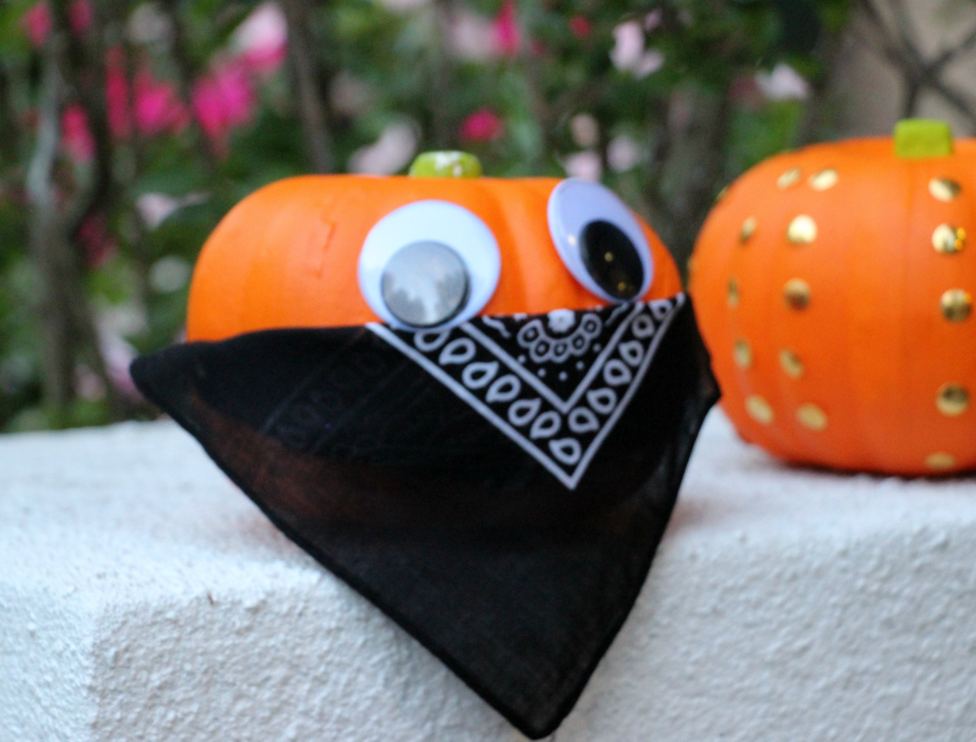bandana-pumpkin-diy-halloween-decor